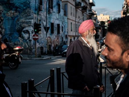 Tor Pignattara nelle foto di Natalino Russo, scrittore e speleologo: «Nel quartiere il mio viaggio intorno al mondo»