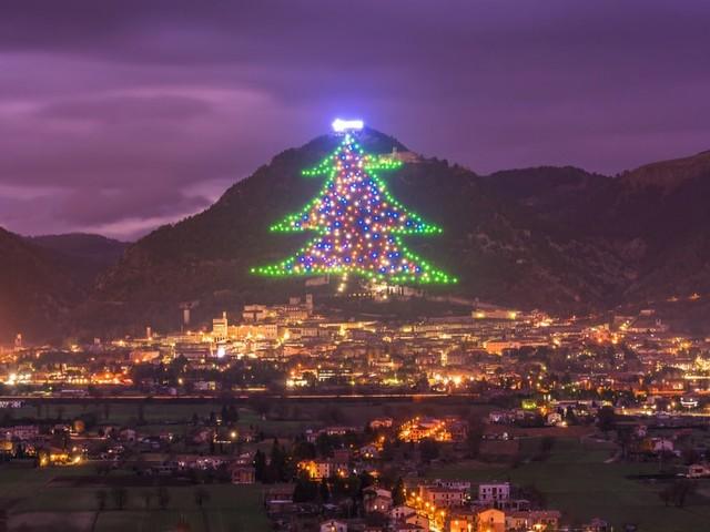 L'Albero e i Mercatini di Natale di Gubbio