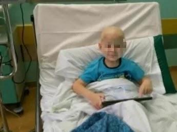"""Padova, l'appello dei genitori di un bimbo di 5 anni che lotta contro la leucemia: """"Serve un donatore, il trapianto è l'ultima speranza"""""""
