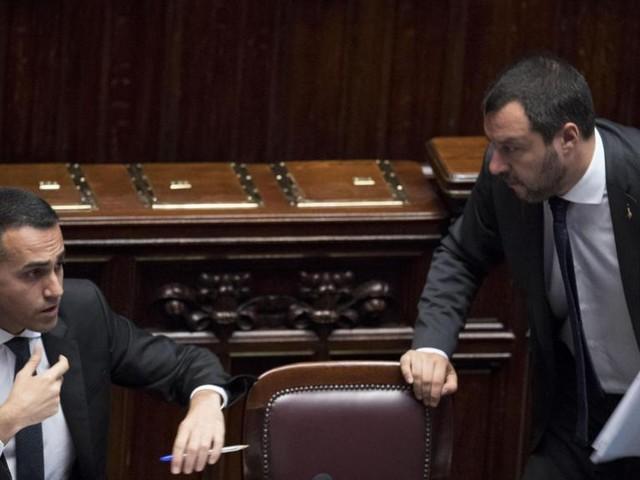 """Di Maio: """"Reddito di cittadinanza solo agli italiani"""". Ok di Salvini. Ma spuntano dubbi sulla legittimità"""