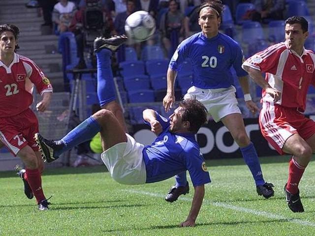 La vigilia tesa, poi la magia di Conte e il gol di Pippo: l'esordio con la Turchia anche a Euro2000