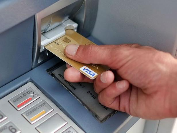 Il Bancomat cambia e sfida Paypal