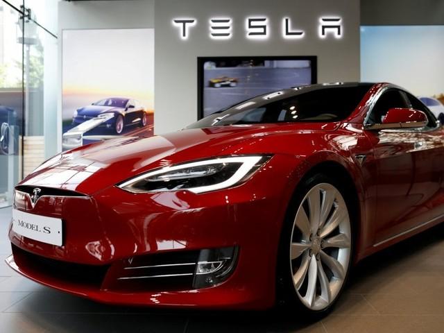 """Germania contro Tesla: """"Niente incentivi, sono auto di lusso"""""""