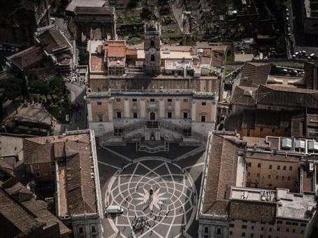 Al Comune di Roma 70 dirigenti su 190 sono indagati: il 36,8 per cento del totale