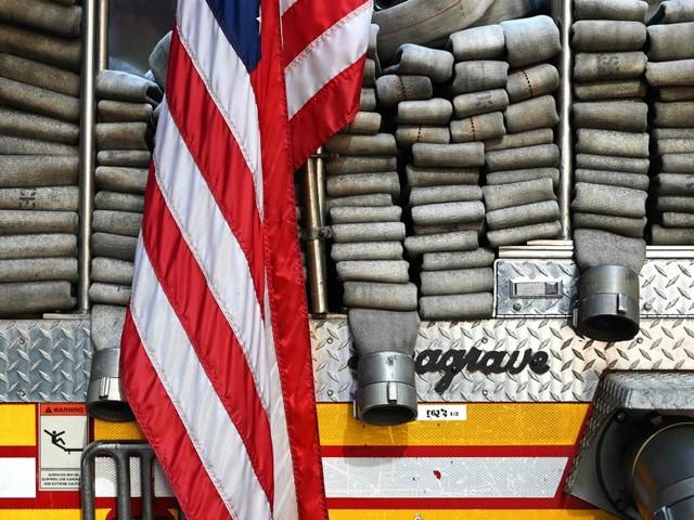 11 settembre, 18 anni dopo si diplomano pompieri i figli dei vigili del fuoco morti durante l'attacco al World Trade Center