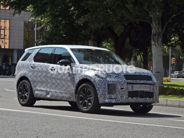 Land Rover - Avvistato il facelift della Discovery Sport