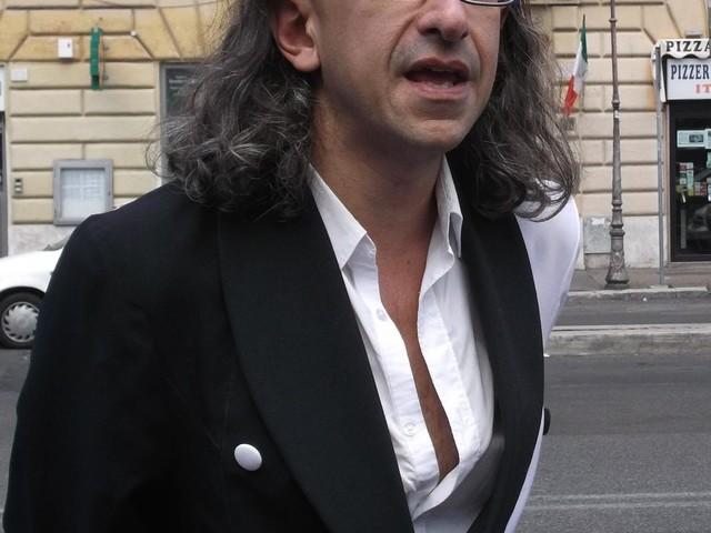 """Il dramma di Gabriele Paolini: """"Voglio la verità sulla morte di mio padre"""""""