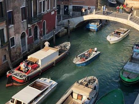 Aria malsana a Venezia: scattano le misure antismog nei rii
