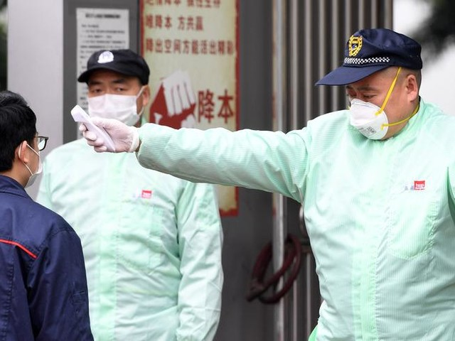 Coronavirus, oltre 2mila morti in Cina. Negativo il caso del marittimo di Sanremo