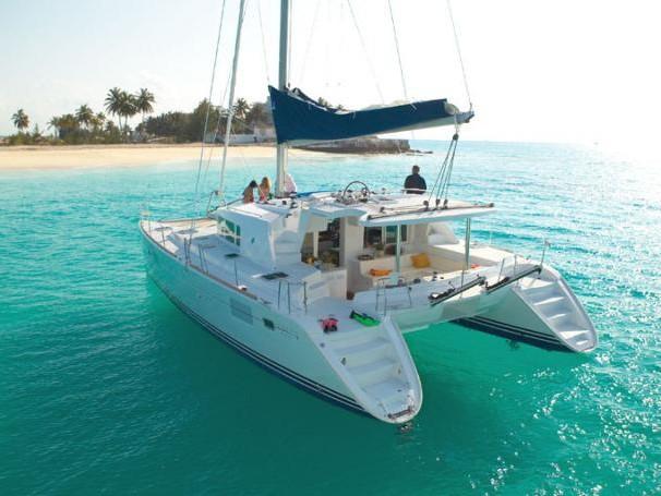 Vacanze in Catamarano: il noleggio, le destinazioni e le cose da sapere