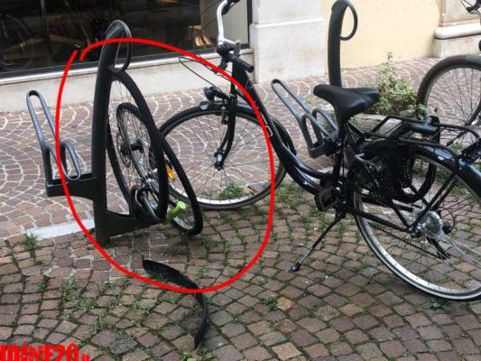 Ladri di biciclette in centro a Udine