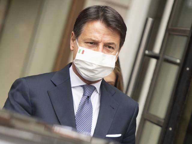 """Il virus spacca il governo: """"Sembrano tutti impazziti"""""""