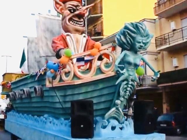 """Carnival in Casalnuovo con presenze da record: tra le maschere spunta il """"Sindaco Pinocchio"""""""