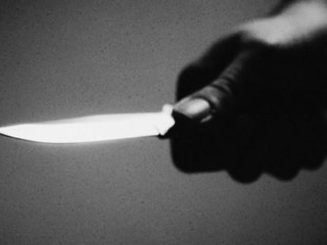 Debiti per droga, tentato omicidio davanti ai passati: giovane lotta per la vita