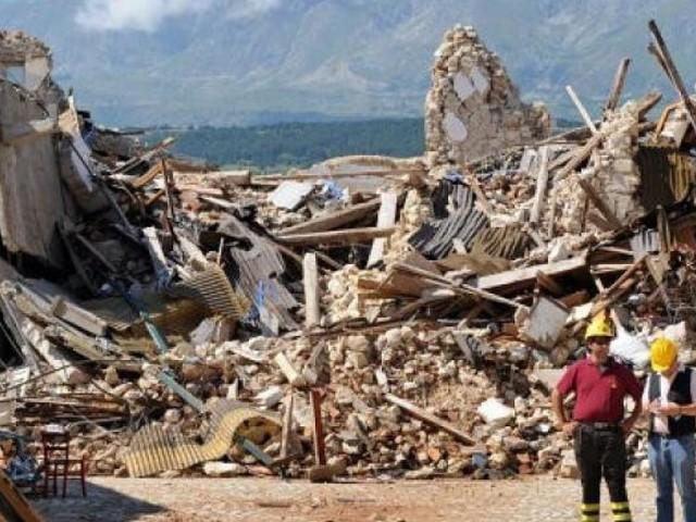 """Sisma, """"Tre anni dopo la ricostruzione è ferma e i paesi muoiono"""": la fotografia di """"Panorama"""""""
