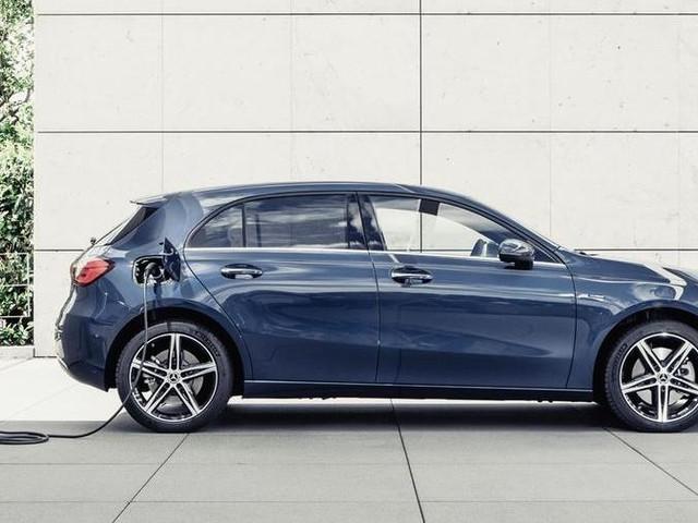 Mercedes Classe A e B mettono la spina: ora sono anche ibride plug-in EQ Power