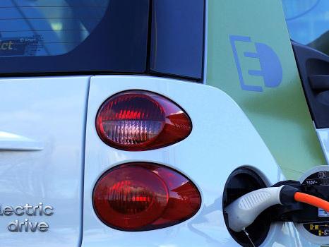 Dove ricaricare l'auto elettrica? Ve lo dice Google Maps