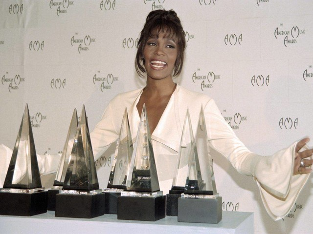 Whitney Houston, chi è: carriera e vita privata della cantante morta nel 2012