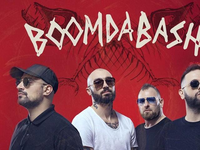 Chi sono i Boomdabash: età, carriera e curiosità sul gruppo reggae
