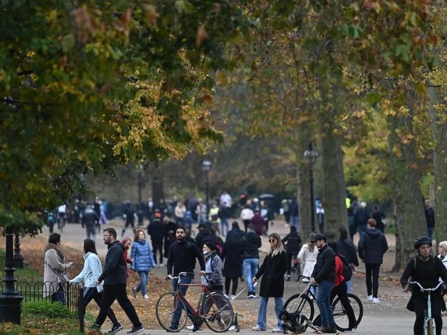 Londra, la ''rivoluzione industriale verde'': stop a benzina e diesel entro il 2030