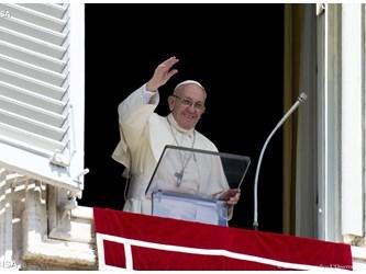 Papa all'Angelus: sull'esempio di Dio non chiudiamo il cuore a chi ci offende
