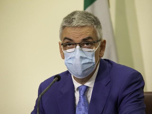 """Covid, Brusaferro: """"E' il vaccino il metodo più efficace per convincere no vax"""""""