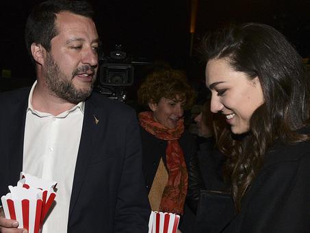 Salvini e Francesca Verdini, «papà Denis è preoccupato per la differenza di età». Lui ha 46 anni, lei 26