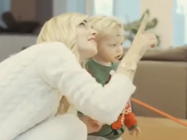 """Il video di Natale di Chiara Ferragni fa emozionare. Ma i fan insorgono: """"Dov'è Fedez?"""""""