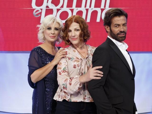 Anticipazioni Uomini e donne: a sorpresa il dating show va in onda anche il 1° maggio
