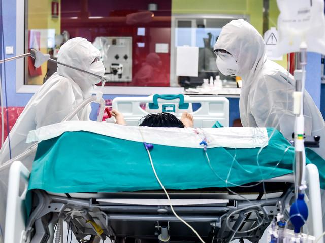 Record di tamponi e i contagi salgono a 19mila. Giù i morti:91