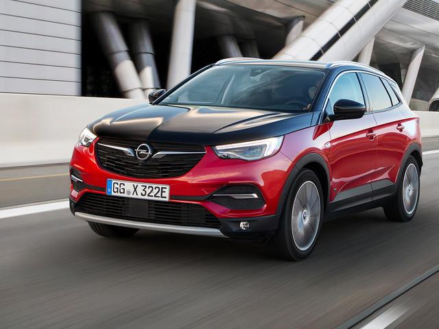 Opel Grandland X, ora ordinabile anche nella versione Hybrid4 AWD da 300 CV