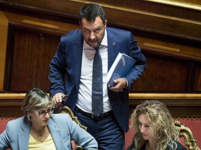 """Salvini: """"Ritirare la sfiducia? Non siamo al mercato del pesce"""". E smonta il reddito 5S"""