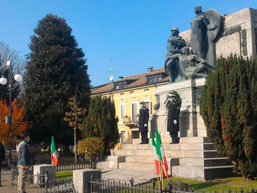 Anche Viadana ha ricordato il 4 novembre: celebrazione per pochi al monumento ai Caduti
