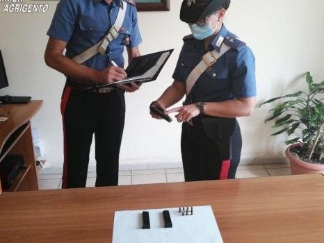 Nascondeva una pistola illegale in casa, arrestato a Palma
