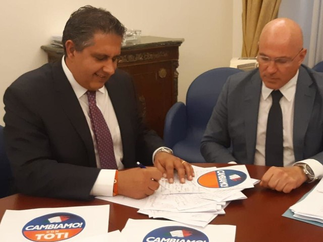 """""""Cambiamo"""" è il nuovo partito di Toti, firmato l'atto costitutivo"""
