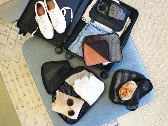 Come viaggiare leggeri ed evitare ingombri inutili in valigia