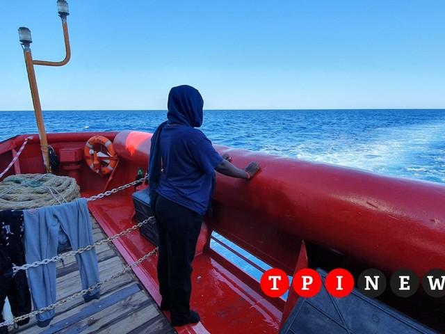"""Ocean Viking, 104 migranti, tra cui 41 bambini, bloccati da 10 giorni in mare nell'indifferenza dell'UE: """"Questa inutile attesa deve finire"""""""
