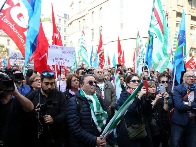 Sindacati in piazza, uniti contro la manovra. Lunedì l'incontro con il governo