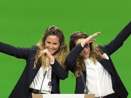 Olimpiadi, l'irresistibile dichiarazione d'amore di Michela Moioli e Sofia Goggia per la candidatura di Milano-Cortina - Video