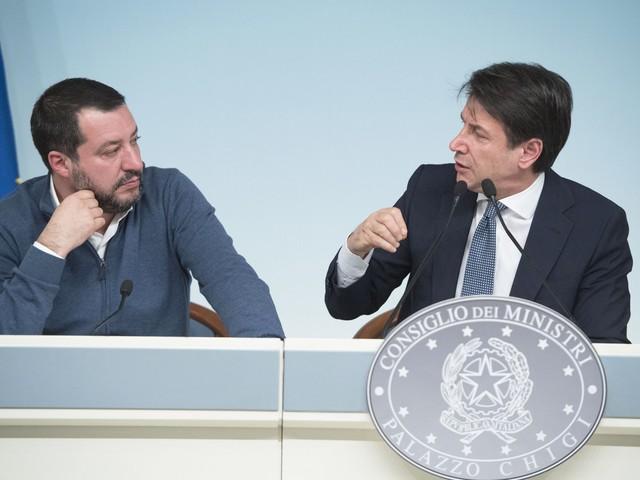 """Migranti, Conte rinnega (solo ora) la linea Salvini: """"Non accetto la formula porti chiusi"""""""