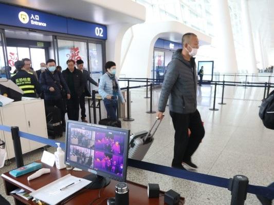 """Burioni: """"I controlli negli aeroporti non bastano"""""""