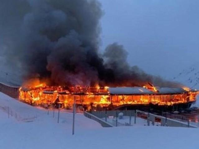 Incendio al Top Motorcycle Museum: oltre 200 moto d'epoca in fiamme