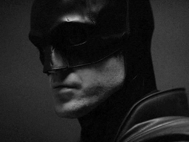 The Batman: ecco foto e video del supereroe sul Batciclo