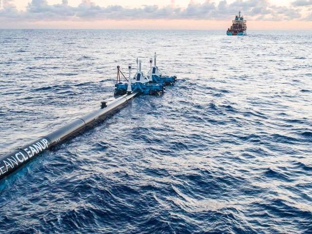 Parte il viaggio di Ocean Array Cleanup, il tubo mangia-plastica