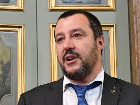 Salvini: nave fuorilegge Lifeline è in acque di Malta, La Valetta apra i porti