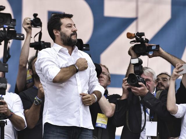 """Salvini: """"5 Stelle verso la Lega? Presto nuove sorprese"""""""