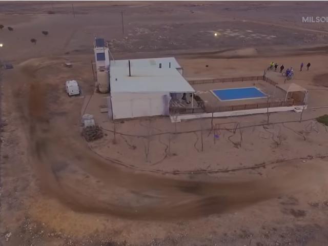 Pista di dirt track, con piscina e casa: prezzo 200 mila Euro