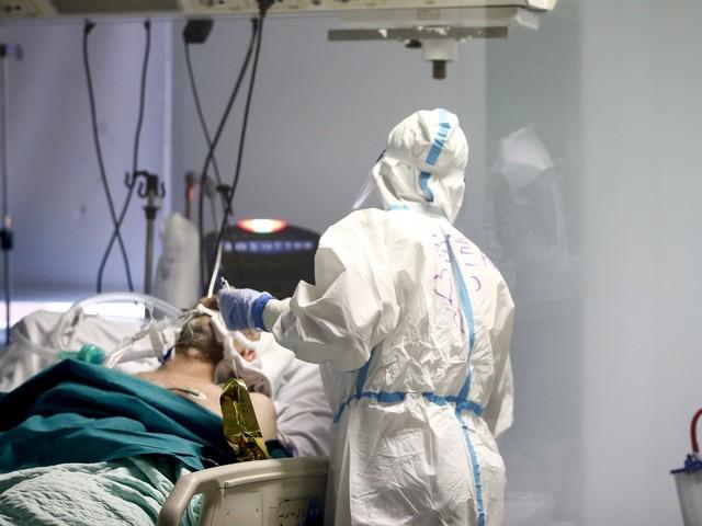 Nuovo record di morti: 853, ma sono in frenata i contagi