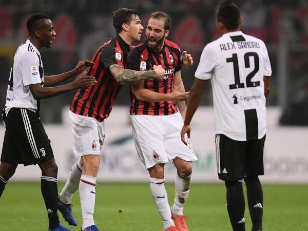 Milan-Juve, rivivi la MOVIOLA: braccio di Benatia, rigore col Var, ma manca il rosso. Higuain, espulsione giusta