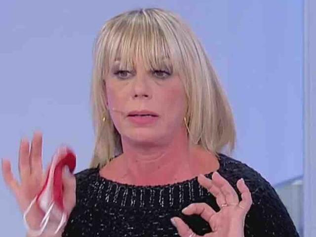 Uomini e Donne, Armando e le prove su Aurora: è lei la talpa del programma? | Video Witty Tv
